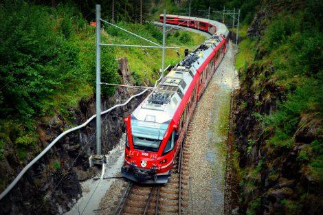 Osobní vlak na trati mezi Bergünem a Filisurem. Foto: Jan Sůra