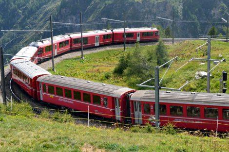 Vlak po výjezdu ze stanice Alp Grüm. Foto: Jan Sůra