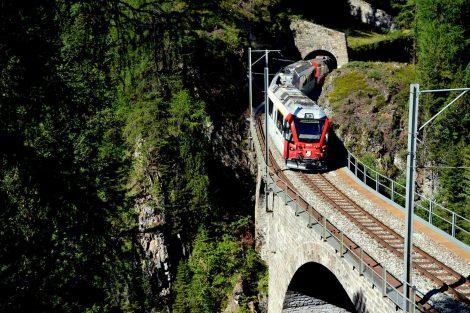 Albulabahn, jeden z mnoha mostů. Foto: Jan Sůra