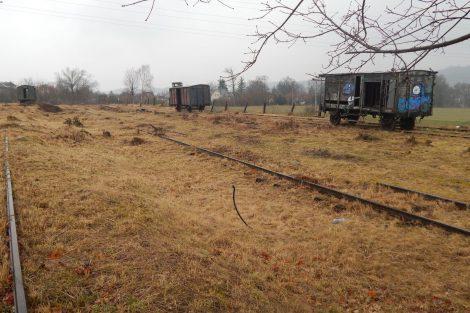 Někdejší montážní základna železničního vojska a poslední tři vagony, Lštění. Autor: Zdopravy.cz