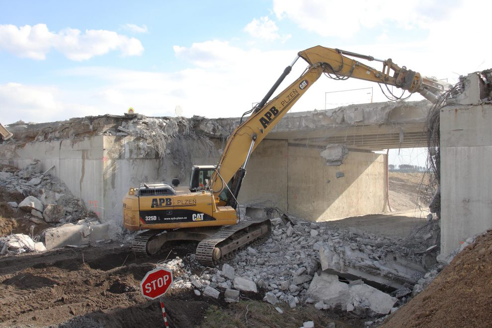 Demolice mostu. Ilustrační foto: APB Plzeň