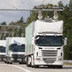 Testovací jízdy kamionů s trolejemi na zkušební e-dálnici v prostoru bývalého vojenského letiště Gross-Dölln. Foto: Siemens