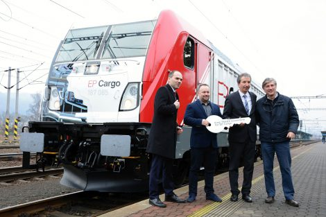 Předání první lokomotivy v Děčíně. Foto: EP Cargo