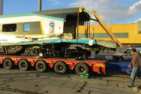 Neslavně na kamionu odjíždělo pendolino na opravu do Itálie. Autor: České dráhy