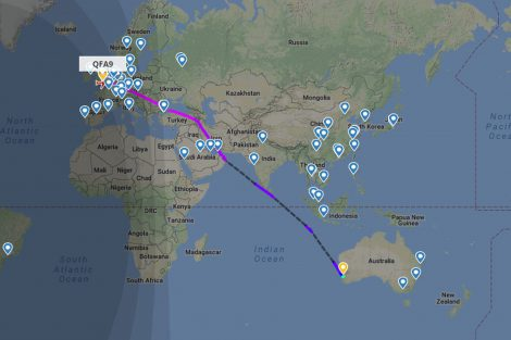 Trasa letu QF9. Foto: Flightradar24.com