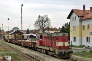 Lokomotiva řady 742 společnosti ČD Cargo ve Mšeně (před rekonstrukcí stanice). Foto: ČD Cargo