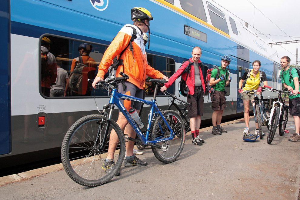 Cyklisté u vlaku, ilustrační foto. Autor: České dráhy