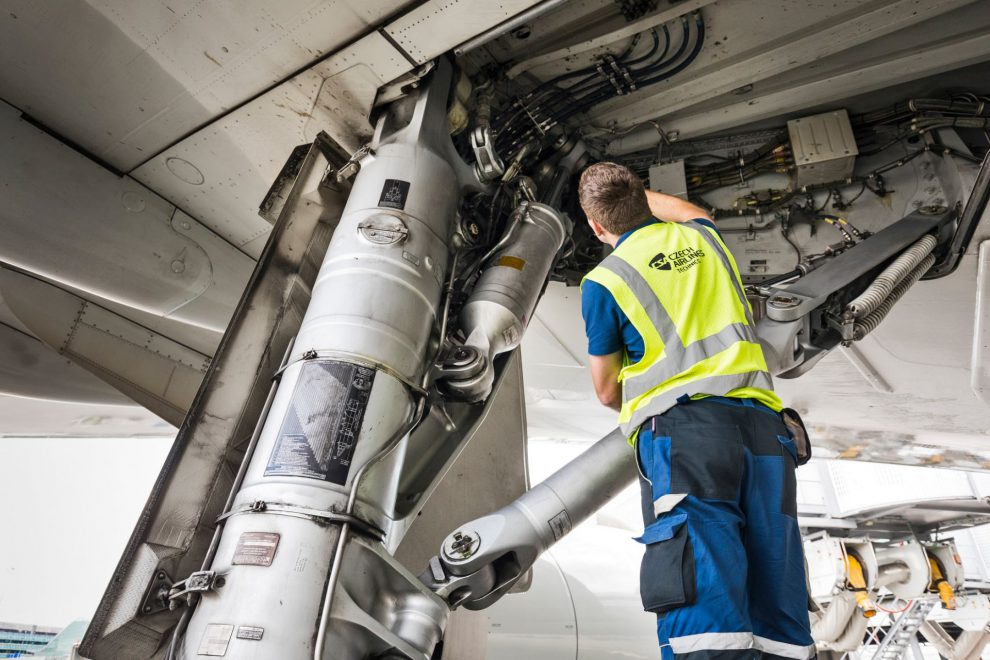 Traťová údržba Airbusu A330. Autor: Czech Airlines Technics