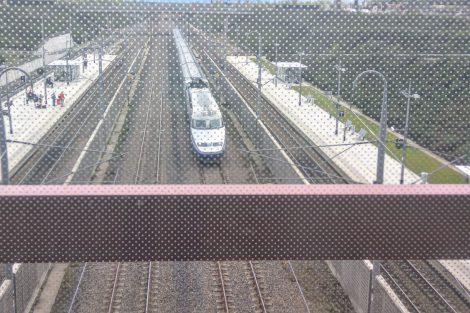 Nádraží ve Valence. Některé vlaky tu projíždí plnou rychlostí 320 km/h, jiné zastavují. Foto: Jan Sůra