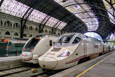 Starší vysokorychlostní jednotka španělských železnic na stanici Barcelona na nádraží Estació de França. Foto: Jan Sůra