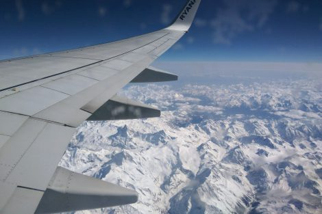 I letecká cesta má své kouzlo. Nad švýcarskými Alpami. Foto: Jan Sůra