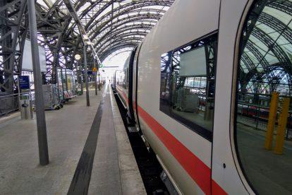 Jednotka ICE připravená k odjezdu z Drážďan do Frankfurtu a Wiesbadenu