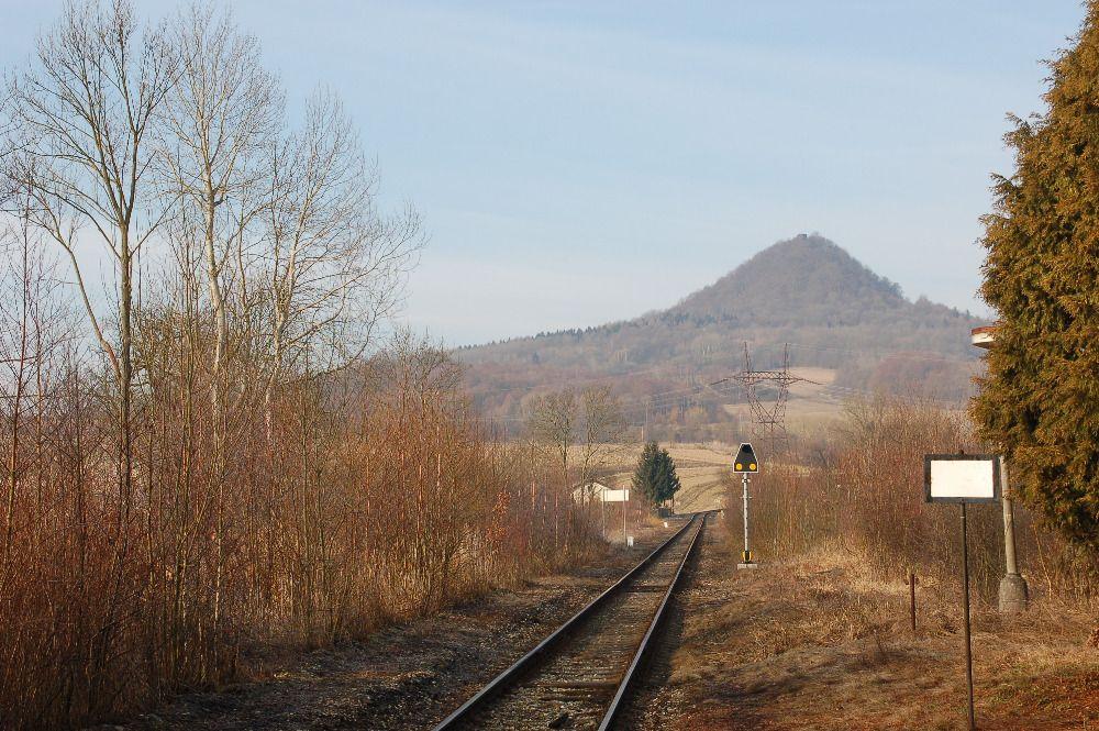 Trať 087 Česká Lípa – Lovosice, stanice Stvolínky. Foto: Karel Sůra