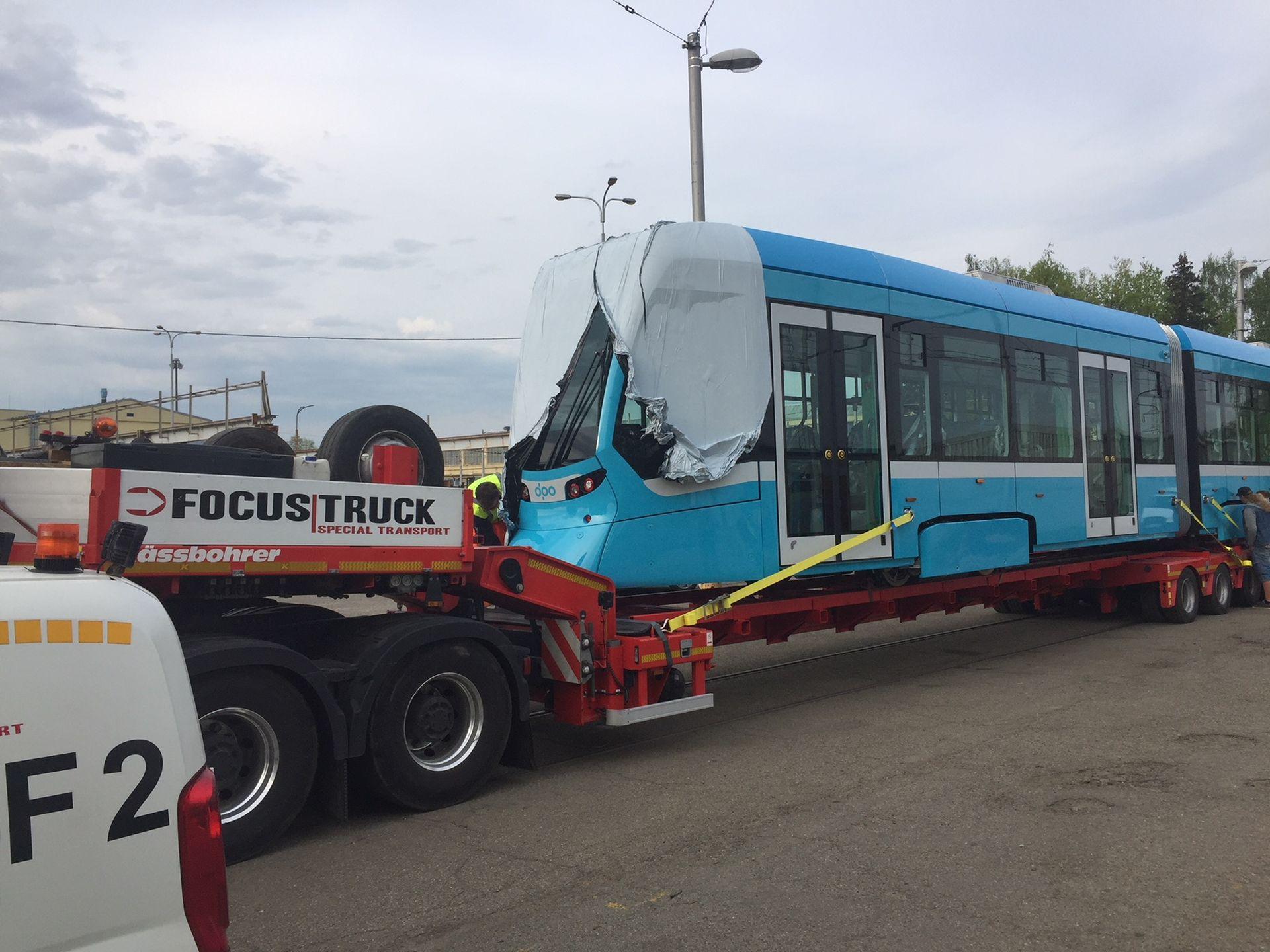 Příjezd tramvaje Stadler nOVA do Ostravy. Foto: DPO