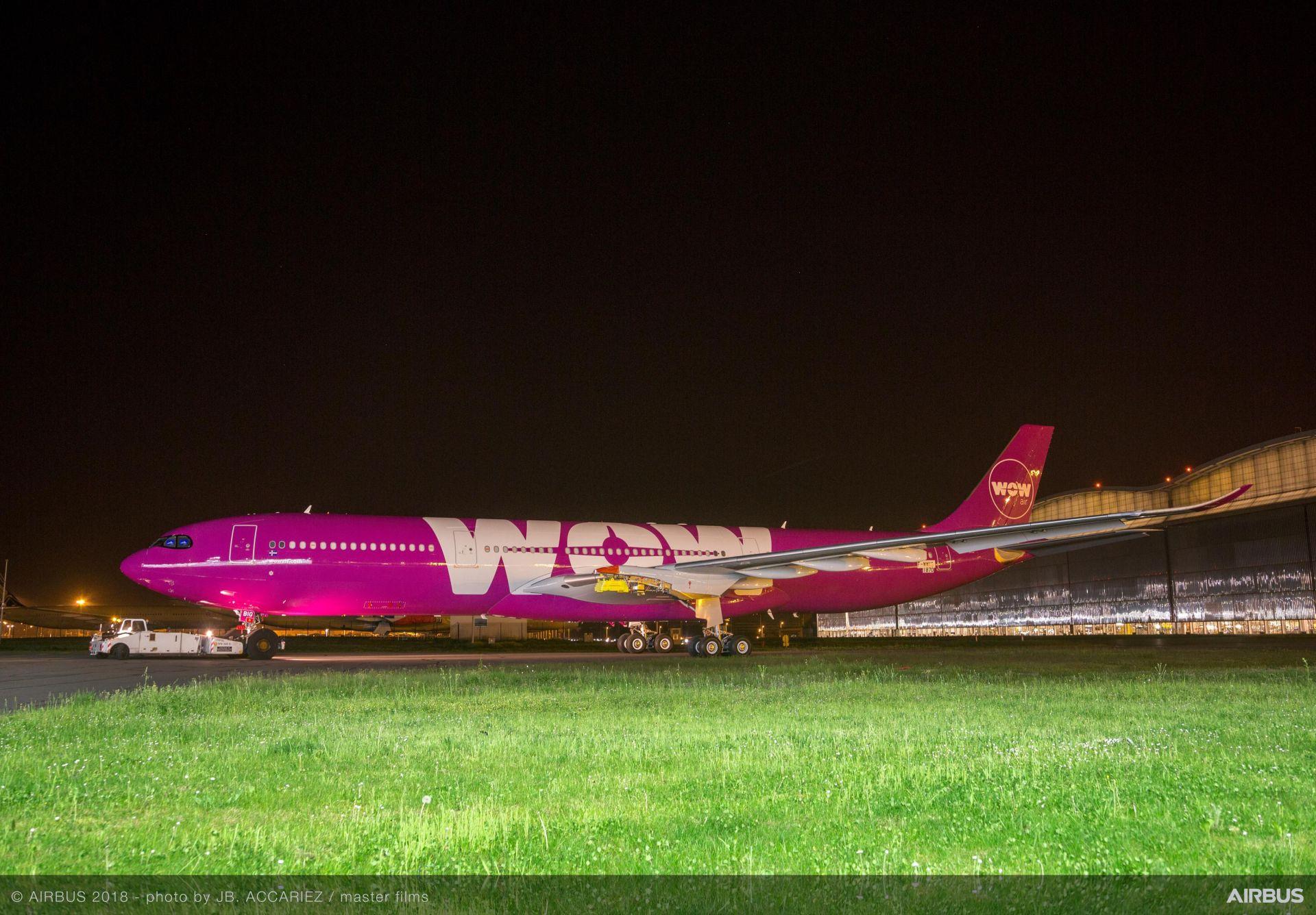 WOW Air letos zařadí do flotily první A330neo, na snímku z dubna po vytažení z lakovny. Foto: Airbus