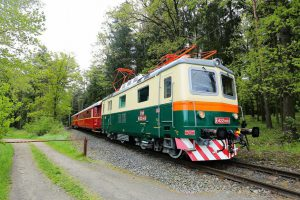 Bobinka, lokomotiva řady E422. Autor: České dráhy