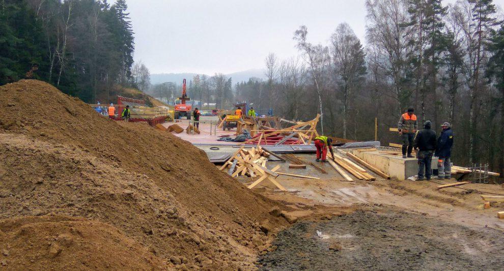 Stavba mostu na silnici I/14, stav v listopadu 2017. Foto: Jan Sůra
