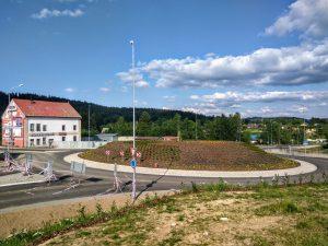 Silnice začíná/končí u kruhového objezdu u Rýnovic. Foto: Jan Sůra
