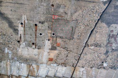 Detail stavu oblouků Libeňského mostu na holešovické části. Foto: Jan Sůra