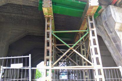 Provizorní podepření mostu v Holešovicích. Foto: Jan Sůra