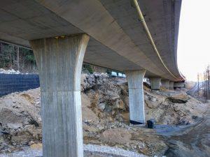 Stavba silnice I/14 mezi Libercem a Jabloncem nad Nisou je jedním z příkladů velkého zlevnění. Vítězné firma M-Silnice nabídla cenu o 35 % nižší, než byla projektová cena. Foto: Jan Sůra