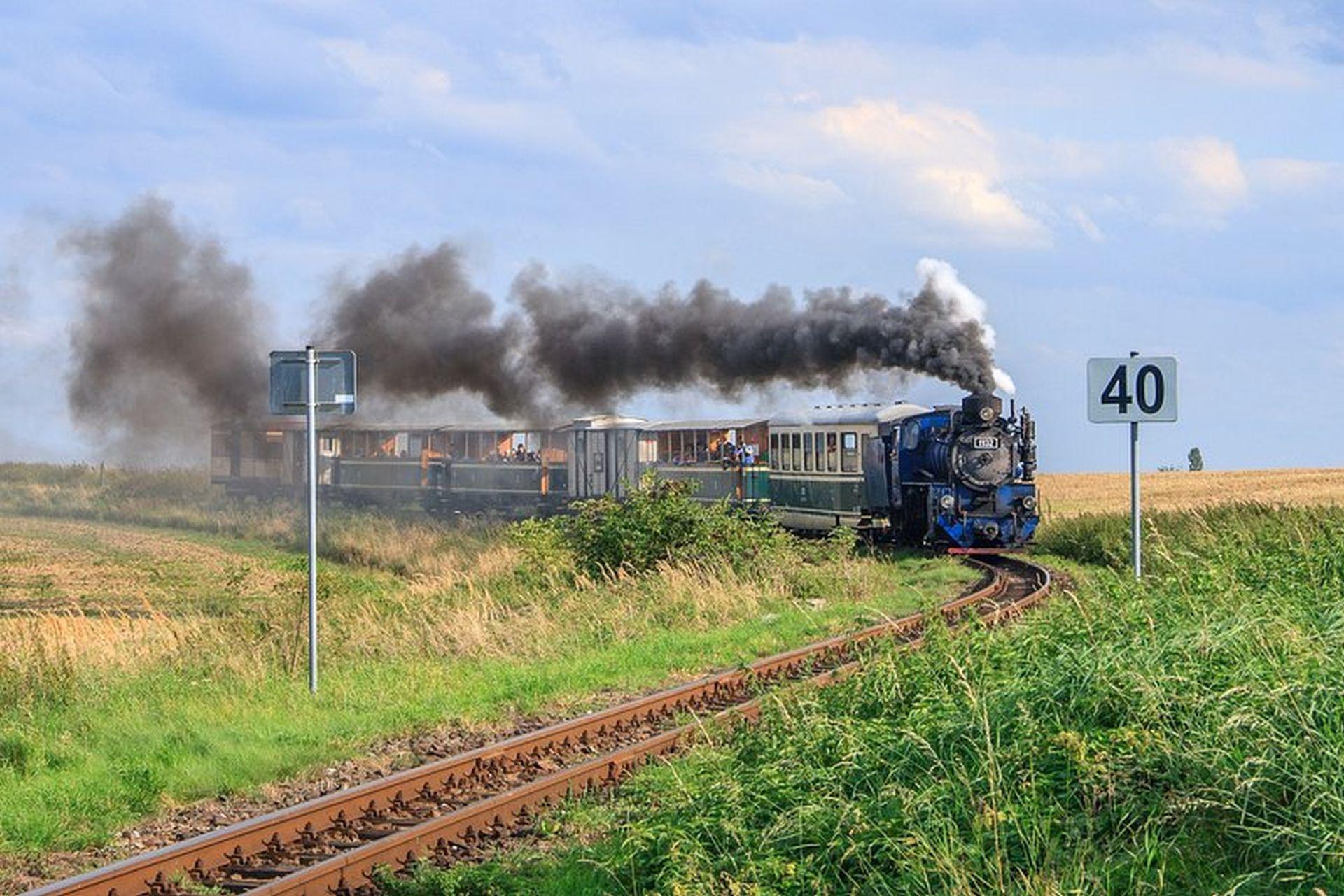 Parní vlak před příjezdem do zastávky Dívčí Hrad. Foto: Pavel Schreier /Slezské zemské dráhy