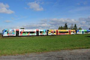 Motorové vozy Stadler RegioShuttle řady 841 v barevném polepu Kraje Vysočina. Foto: Kraj Vysočina