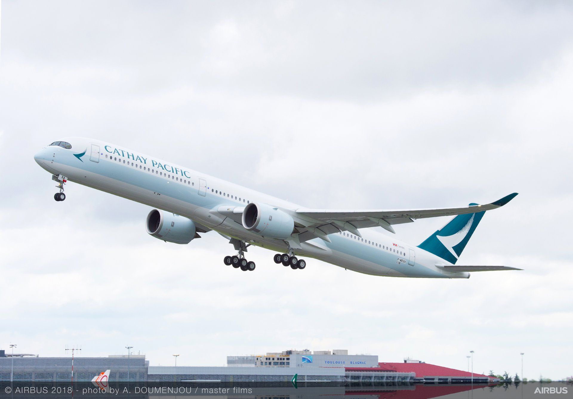 Airbus A350-1000 v barvách Cathay Pacific. Autor: Airbus
