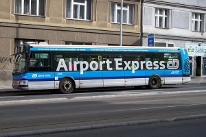 AirportExpress v Dejvicích. Autor: Autor: ŠJů, Wikimedia Commons, CC BY-SA 3.0, https://commons.wikimedia.org/w/index.php?curid=31403155