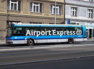 AirportExpress v Dejvicích. Autor: Autor: ŠJů, Wikimedia Commons, CC BY-SA 3.0, https://commons.wikimedia.org/w/index.php?curid=31403155