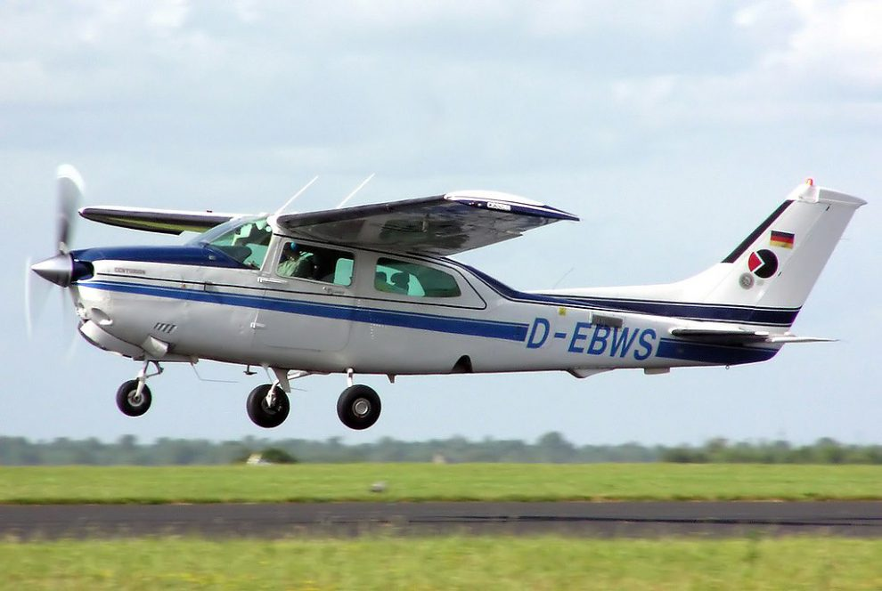 Cessna 210 Centurion, ilustrační foto. Autor: By Arpingstone - Own work, Public Domain, https://commons.wikimedia.org/w/index.php?curid=250093