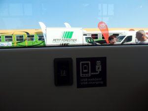 Zásuvka USB v tramvaji Tango NF2