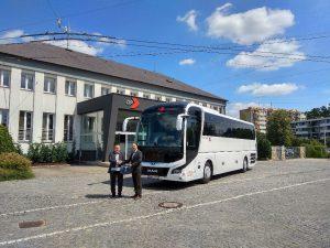 Předání nového vozu MAN pro DPMHK. Foto: DPMHK