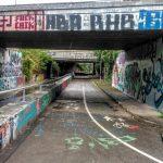 Část Barrandovského mostu: mimoúrovňové křížení cyklostezky a Strakonické. Foto: Jan Sůra