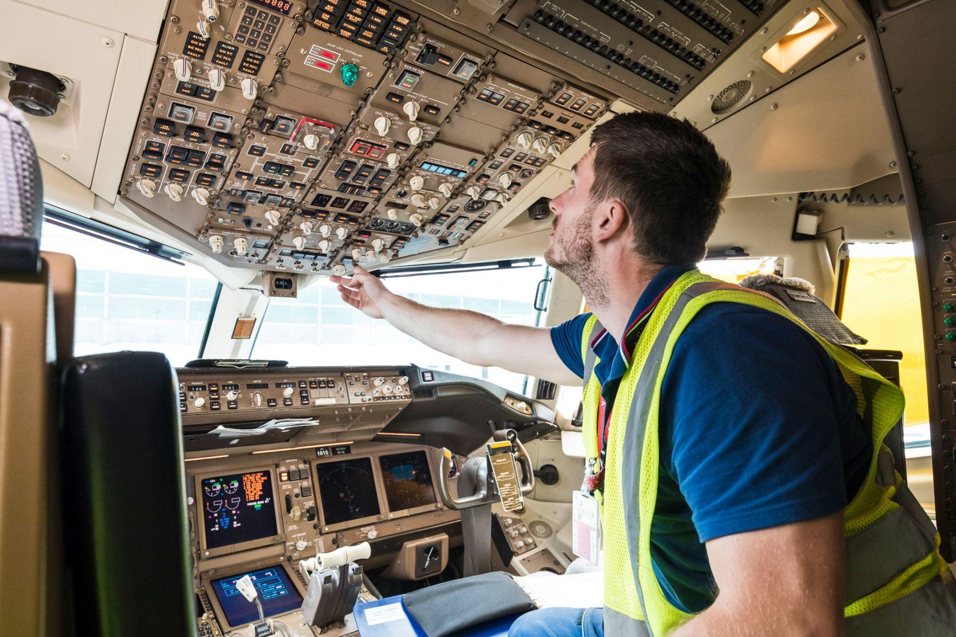 Traťová údržba, ilustrrační foto. Autor: Czech Airlines Technics