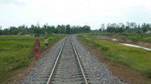 Trať v Kambodži. Foto: พุทธพร ส่องศรี - Own work, CC BY-SA 4.0, https://commons.wikimedia.org/w/index.php?curid=20887821