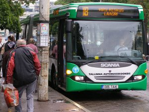 Autobus MHD v Tallinu. Foto: -jkb- [CC BY-SA 3.0 (https://creativecommons.org/licenses/by-sa/3.0)], from Wikimedia Commons