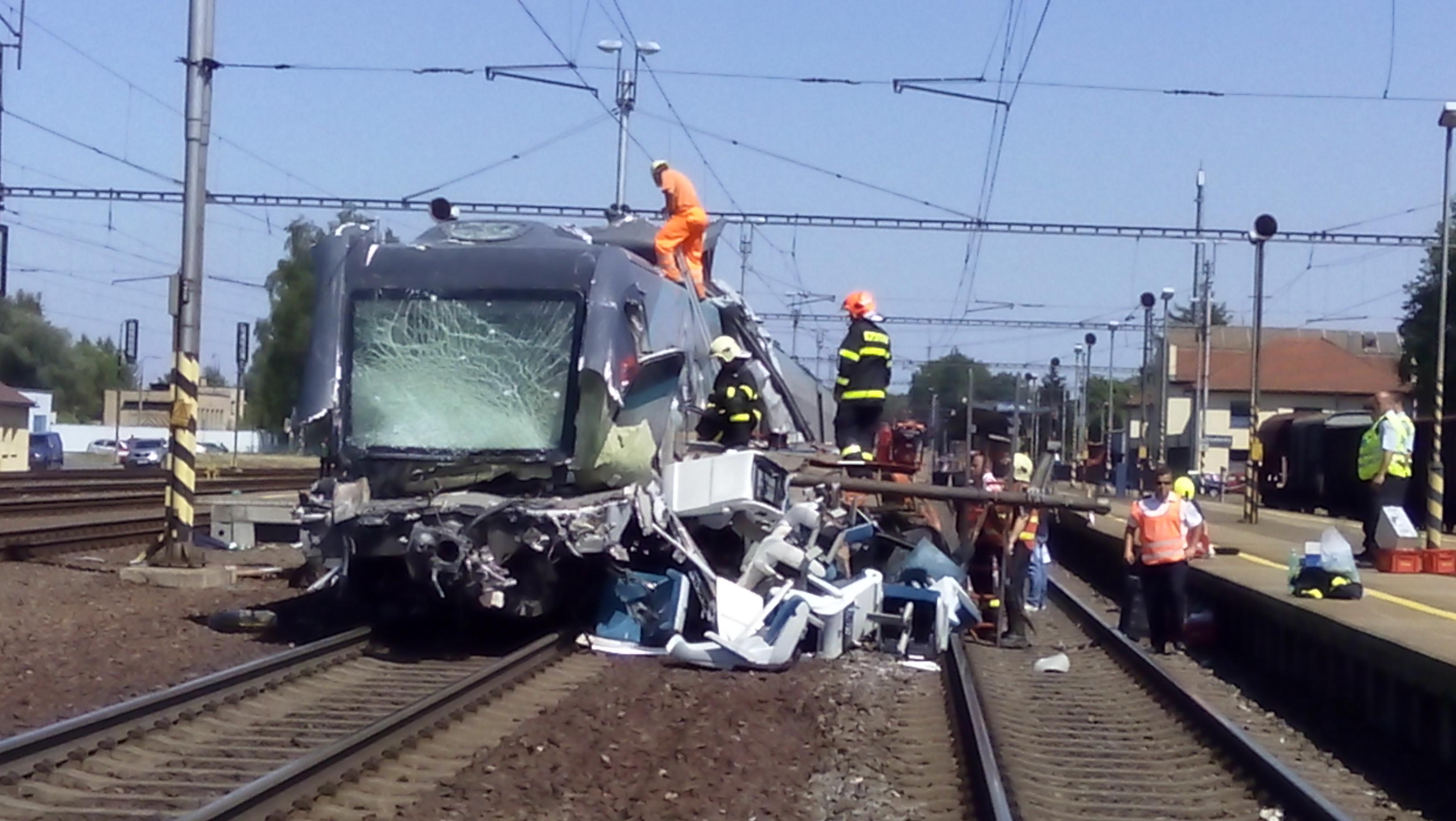 Nehoda pendolina ve Studénce 22.7. 2015. Foto: Drážní inspekce