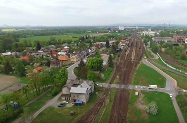 Železniční přejezd ve Studénce. Pramen: SŽDC