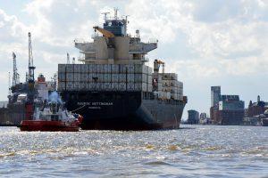 Provoz v hamburském přístavu. Foto: Jan Sůra