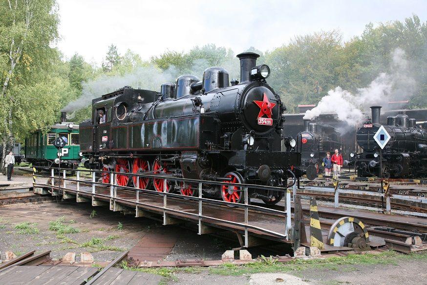 Parní lokomotiva řady 354 zvaná Všudybylka. Autor: České dráhy
