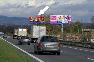 Společnost BigMedia dál nabízí reklamu v ochranném pásmu dálnice. Snímek z D10. Foto: plakatov.cz