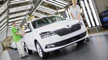 Finální kontrola vozu Škoda Fabia na výrobní lince. Foto: Škoda Auto