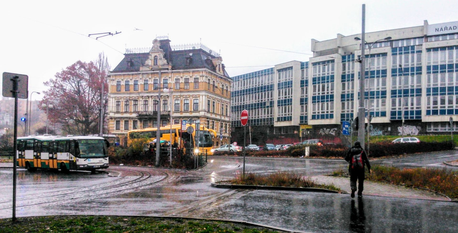 Terminál MHD v Liberci se zastávkou pro autobusy do Prahy v Blažkově ulici. Foto: Jan Sůra