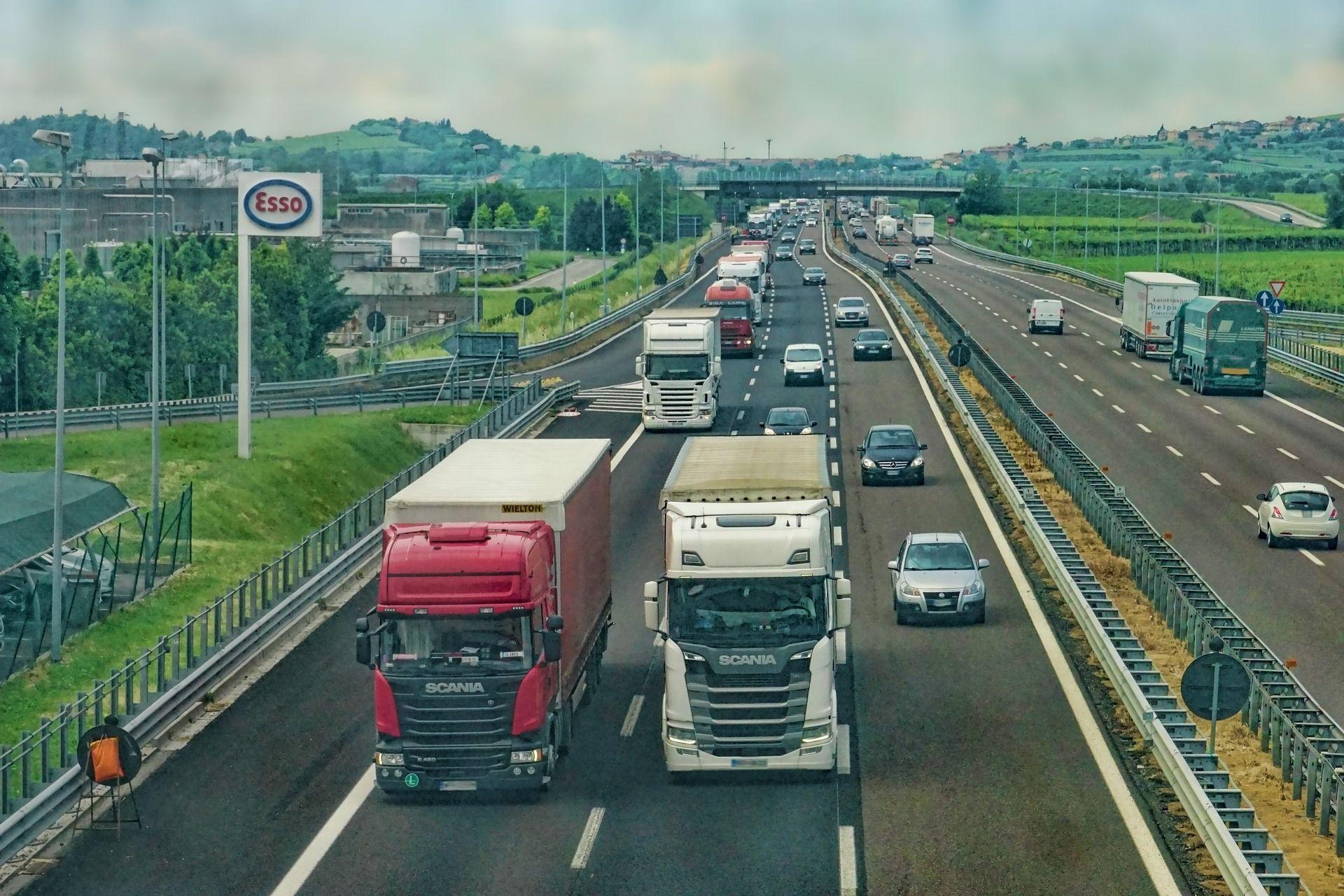 Kamiony, dálnice, ilustrační foto. Pramen: MDČR