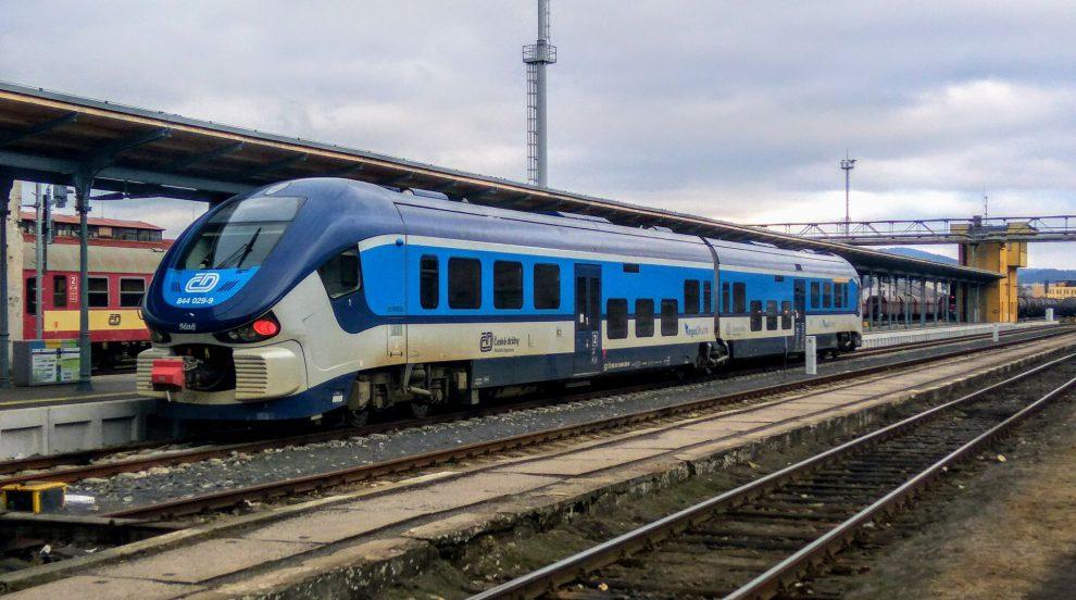 Jednotka Pesa RegioShark na lince L2 mezi Děčínem a Libercem na libereckém nádraží. Foto: Jan Sůra