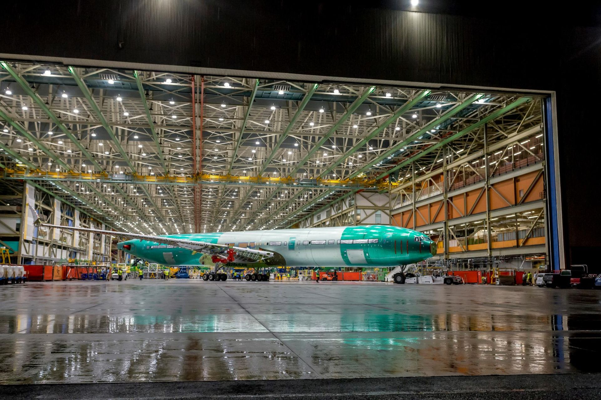 Boeing ukázal první částečně vyrobený model 777X určený pro statické testování. Foto: Boeing