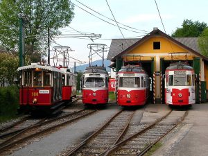 Tramvaje v Gmundenu. Autor: Von Hufi - de:Datei:GMSB 001.JPG, CC BY-SA 2.0 de, https://commons.wikimedia.org/w/index.php?curid=27336905
