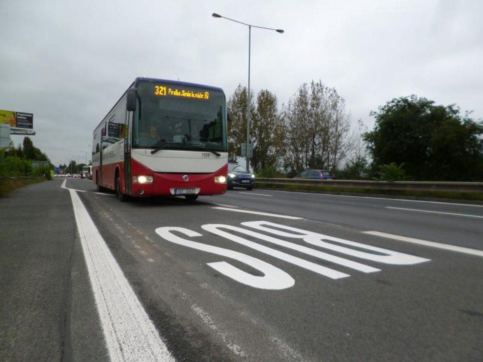 Vyhrazený pruh pro autobusy na Strakonické. Foto: Ropid