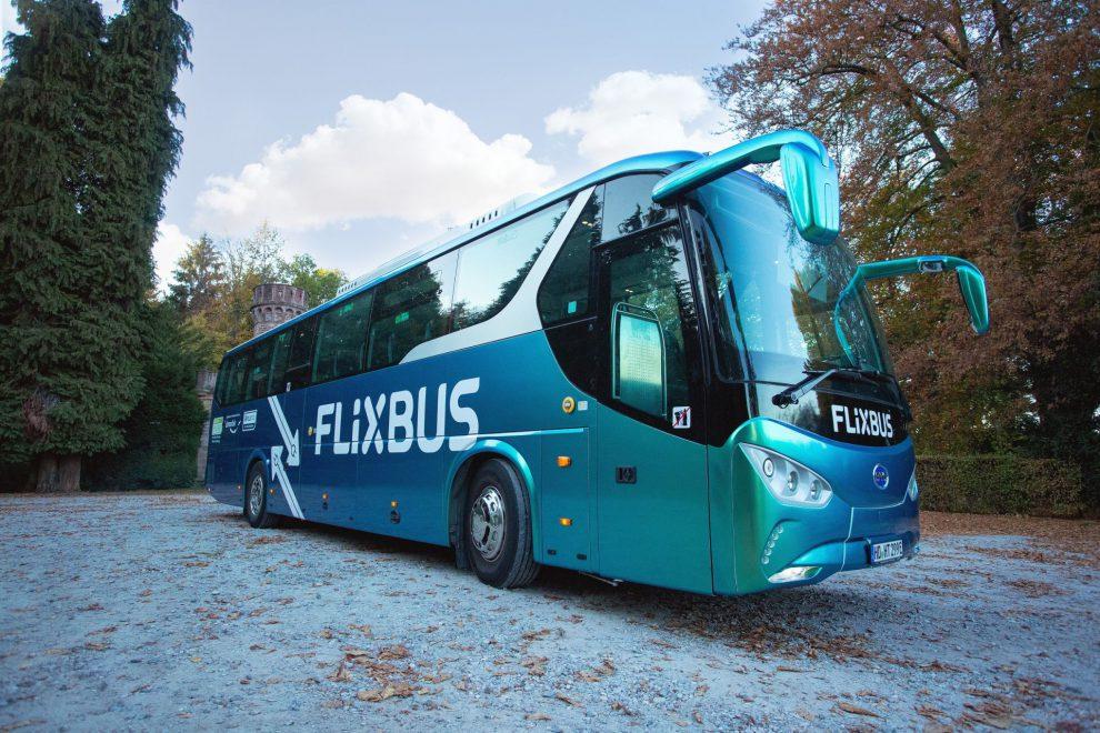 Elektrobus BYD C9 v barvách FlixBusu. Foto: FlixBus